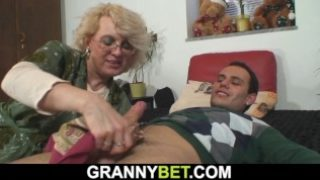 Super-sexy Mature Lady Satisfies An Youthful Boy
